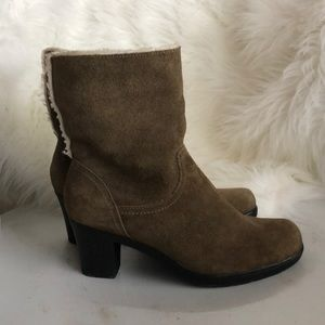 Nice Clarks booties with fold-down faux furr